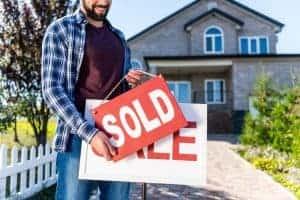 כיצד לקנות ולמכור נכס במקביל